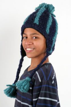 BLUE LIGHT PETROL VERTICAL LINES SHORT EARFLAP POMPOM
