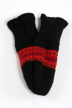 BLACK RED STEP LOVE MITTENS